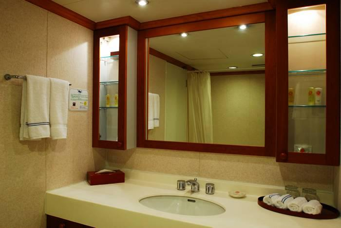 Shangri-la Suite Bathroom