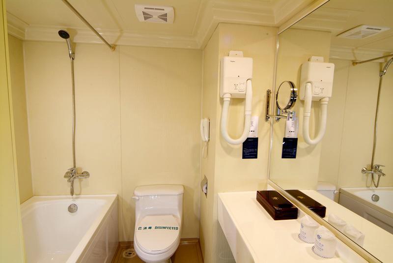 Deluxe Suite Toilet