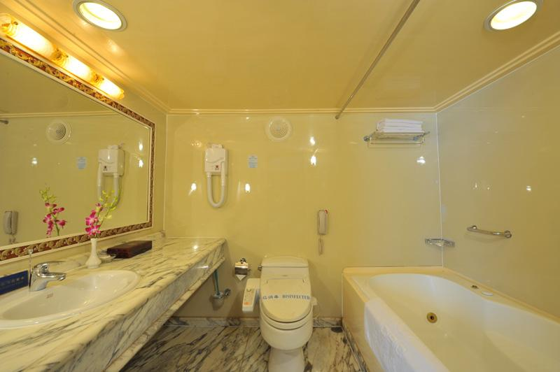 WC of Presidential Suite