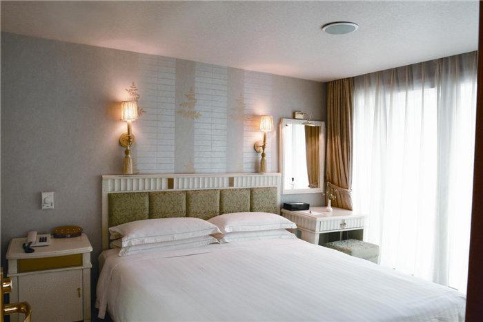Bedroom of Presidential Suite