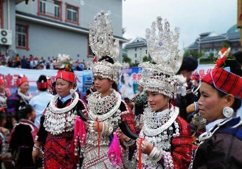 Gorgeous dressing, beauty of Miao women