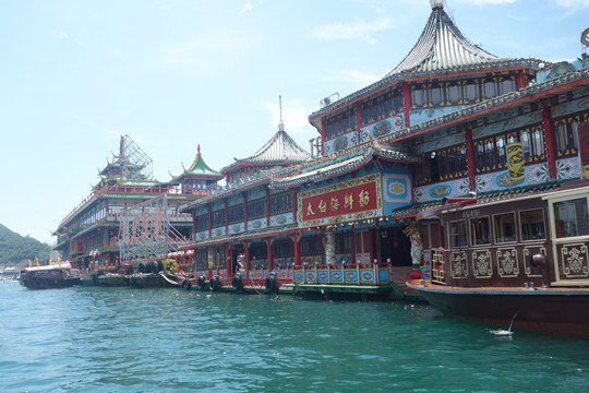 'Jumbo Kingdom', the world's largest floating restaurant