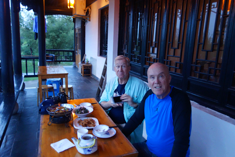 Enjoy dinner on the restaurant's porch in Huangshan