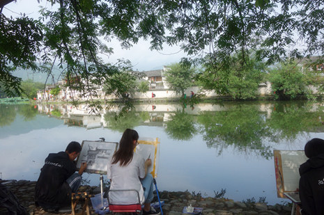 Students painting in Hongcun Village of Huangshan