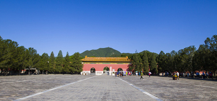 Bus Tour to Mutianyu Great Wall and Ming Tombs