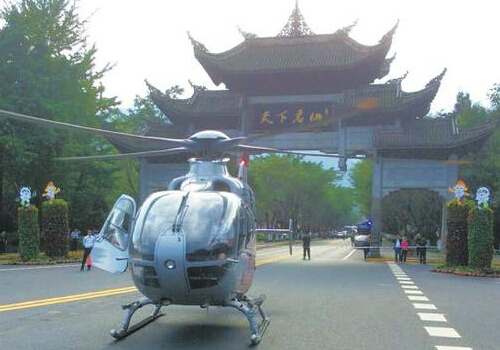 Chengdu's helicopter landed on Emeishan