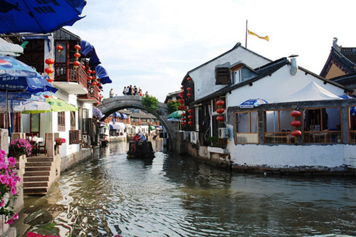 Afternoon and Night tour of Shanghai: Zhujiajiao Ancient Town and Huangpu River Cruise