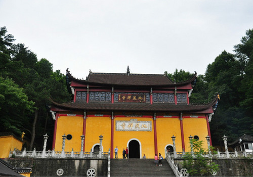 Tiantai Temple is the highest in Jiuhua Mountain.