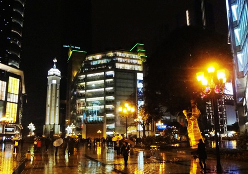Chongqing Liberation Monument is the business center of Yuzhong District in Chongqing.