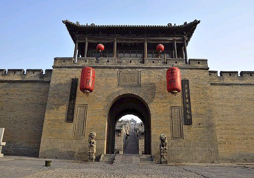Covering an area of 25,000 square metres, Hongmenbao or Red Gate Castle was built from 1739 to 1793.