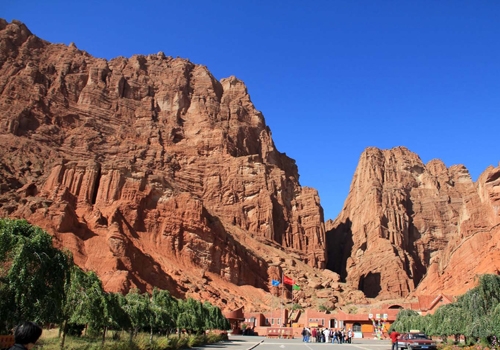 Tianshan Grand Canyon is also called Keziliya Grand Canyon which means the red cliff in Uyghur language.