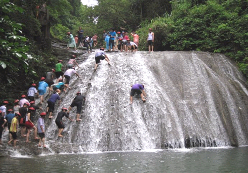 Climbing Gudong Waterfall