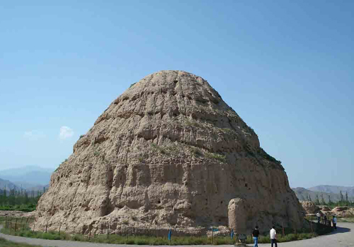 A glimpse of the famed Western Xia Mausoleum in Yinchuan.