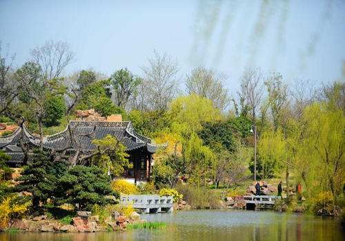 Spring scenery of Slender West Lake in Yangzhou, China's Jiangsu
