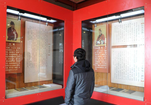 Tourists visit Jian'an Literature Museum in Hebei