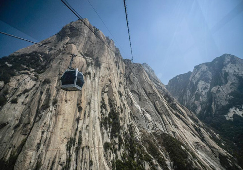 Cableway in Mount Huashan put into trial operation