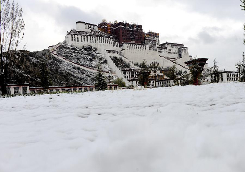 Lhasa sees big snowfall in Spring