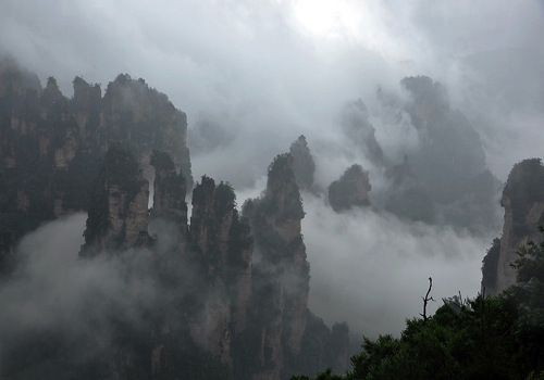 Breathtaking scenery of Zhangjiajie shrouded in rain