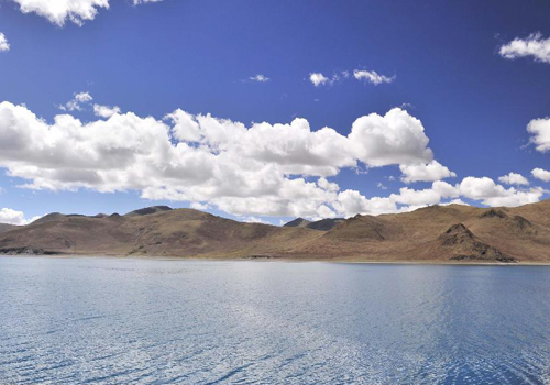Amazing scenery of Yamzhog Yumco Lake in China's Tibet