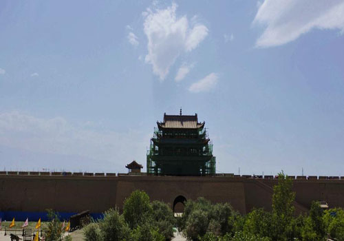 Cultural relics preservation technicists repair walls of Jiayu Pass