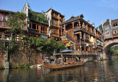 Fenghuang welcomes tourists during Hunan International Tourism Festival