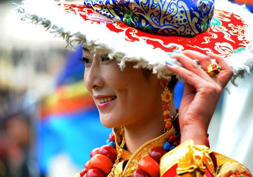Folk Costumes Show Held in Tibet