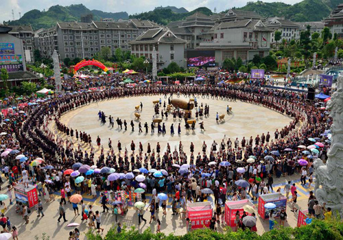 Tens of thousands of people perform drum dance in Guizhou