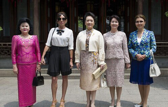 First Ladies of CICA member states visited Yu Garden in Shanghai