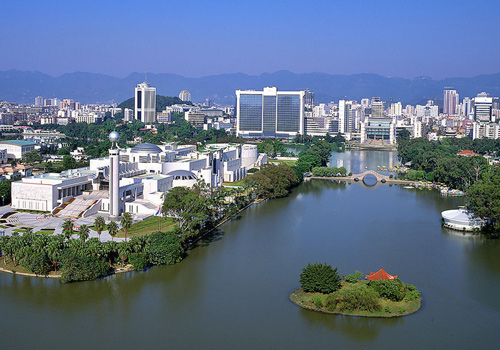 Fuzhou features graceful sceneries, evergreen trees, well-preserved historical sites and profound cultural deposits.