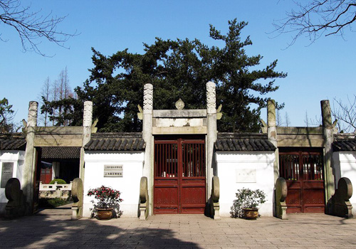 Wen Miao is the only ancient architecture in Shanghaito memorize Confucius.