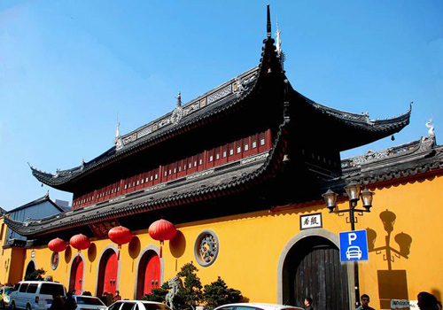 Jade Buddha Temple is located in the downtown Shanghai.