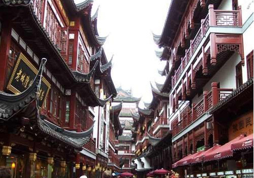 The Old Street of Shanghai can be divided into east section and west section.