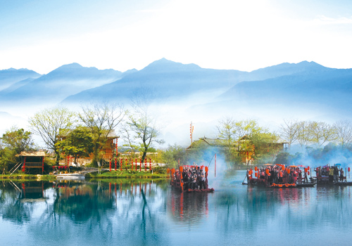 The scenic spot of Yi Jiang Yuan rests on the clear Yijiang River and its riverside village against the huge background of green hills, mountain waterfalls and refreshing valleys.