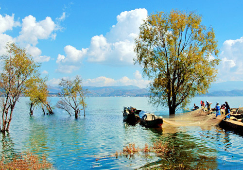 Erhai Lake is considered a Mother Lake of locals in Dali and it was cordially called as Gold Moon by Bai people.
