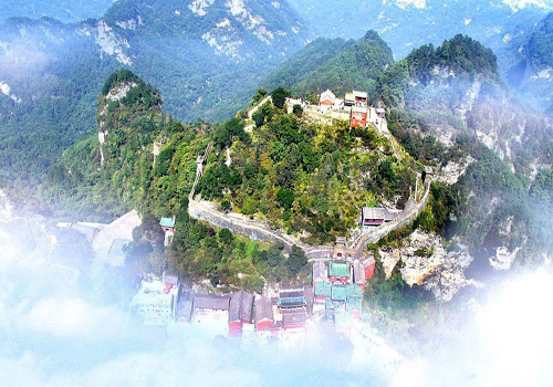 Wudang Mountain which used to be called Taihe Mountain is one of the well-known Taoist sanctuaries in China, covering an area of more than 77,000 acres.
