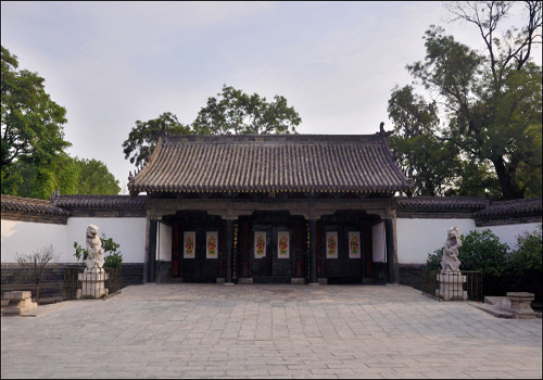 Located in the east side of Temple of Confucius, Mansion of Confucius was originally known as mansion of Yanshenggong.