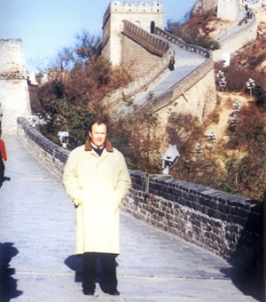 Prime Minister Carlson of Sweden visited the Great Wall on November 2, 1996.