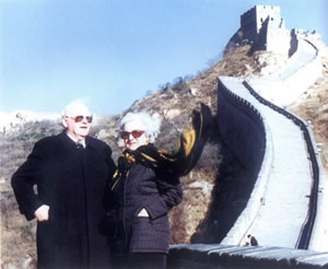 President Roman Herzog of Germany visited the Great Wall at Badaling with his wife on November 18, 1996.